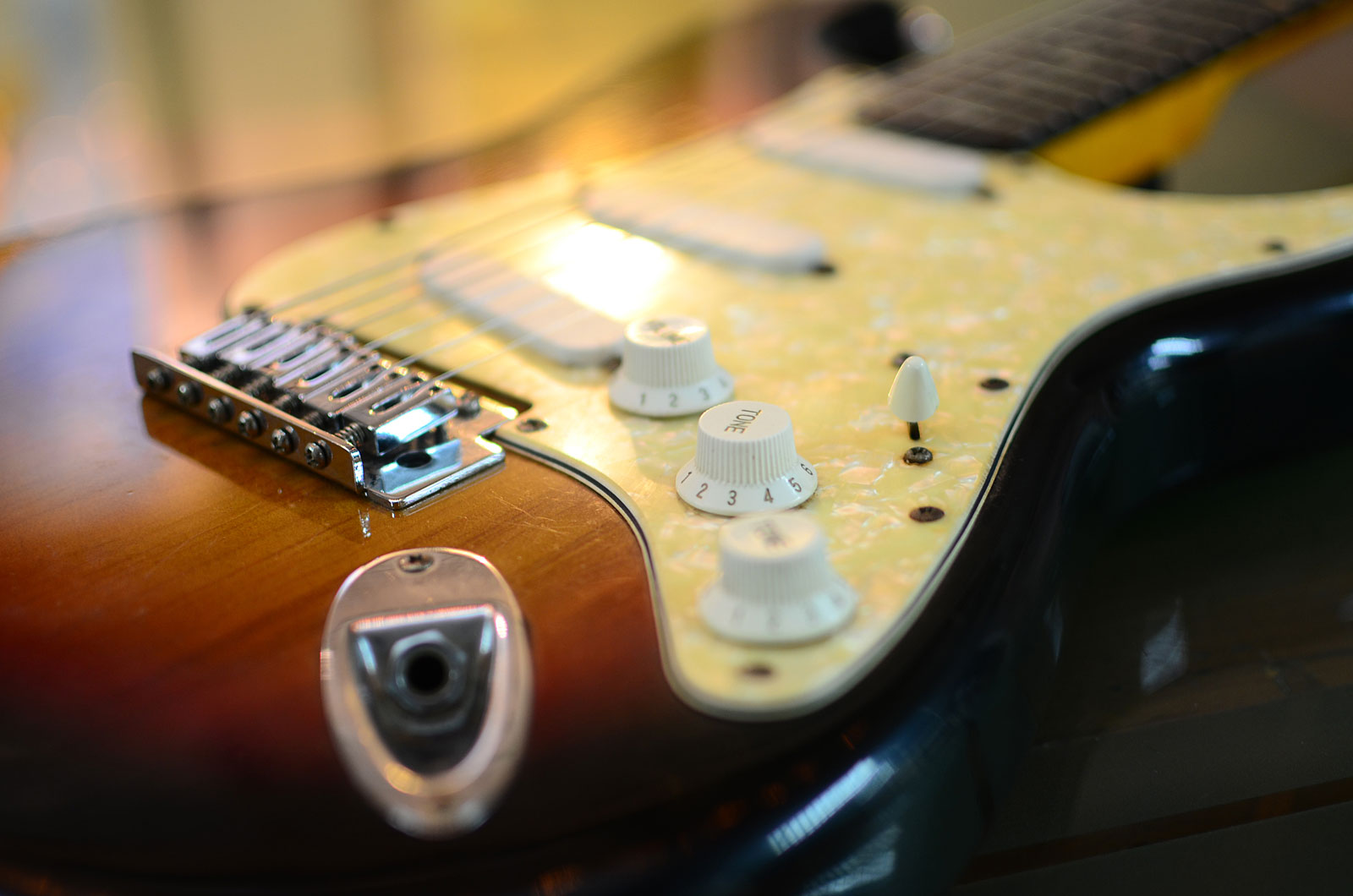 Electric Guitar | The Ultimate Guide To Playing Electric Guitar for Beginners