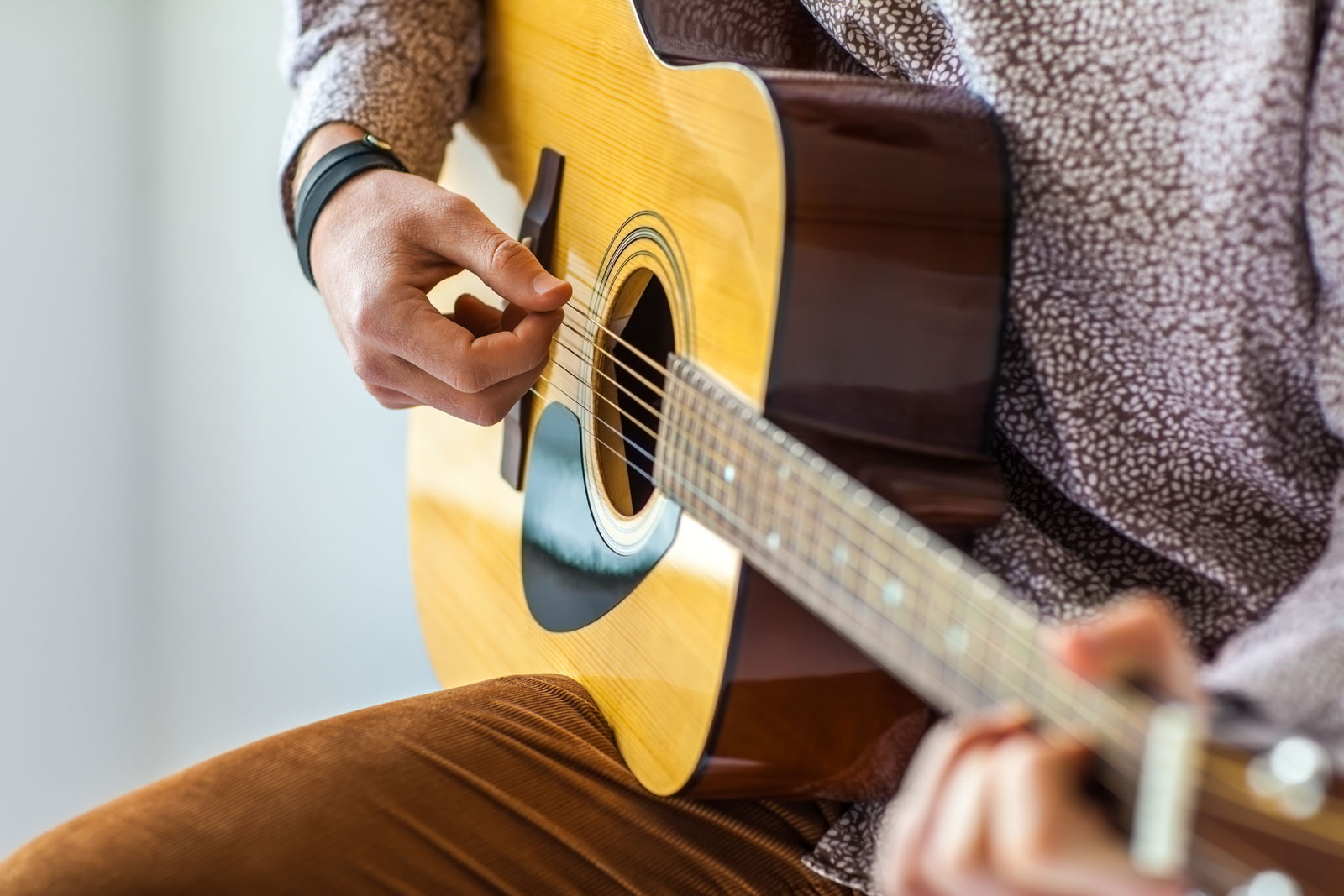 Man Playing Guitar | 5 Differences in Learning to Play Electric Guitar Vs Acoustic