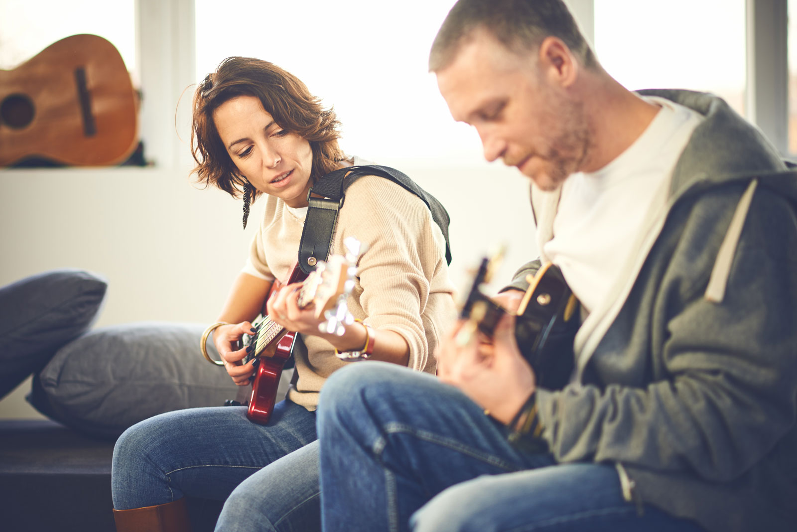 Man and Woman Playing Guitar | 5 Differences in Learning to Play Electric Guitar Vs Acoustic
