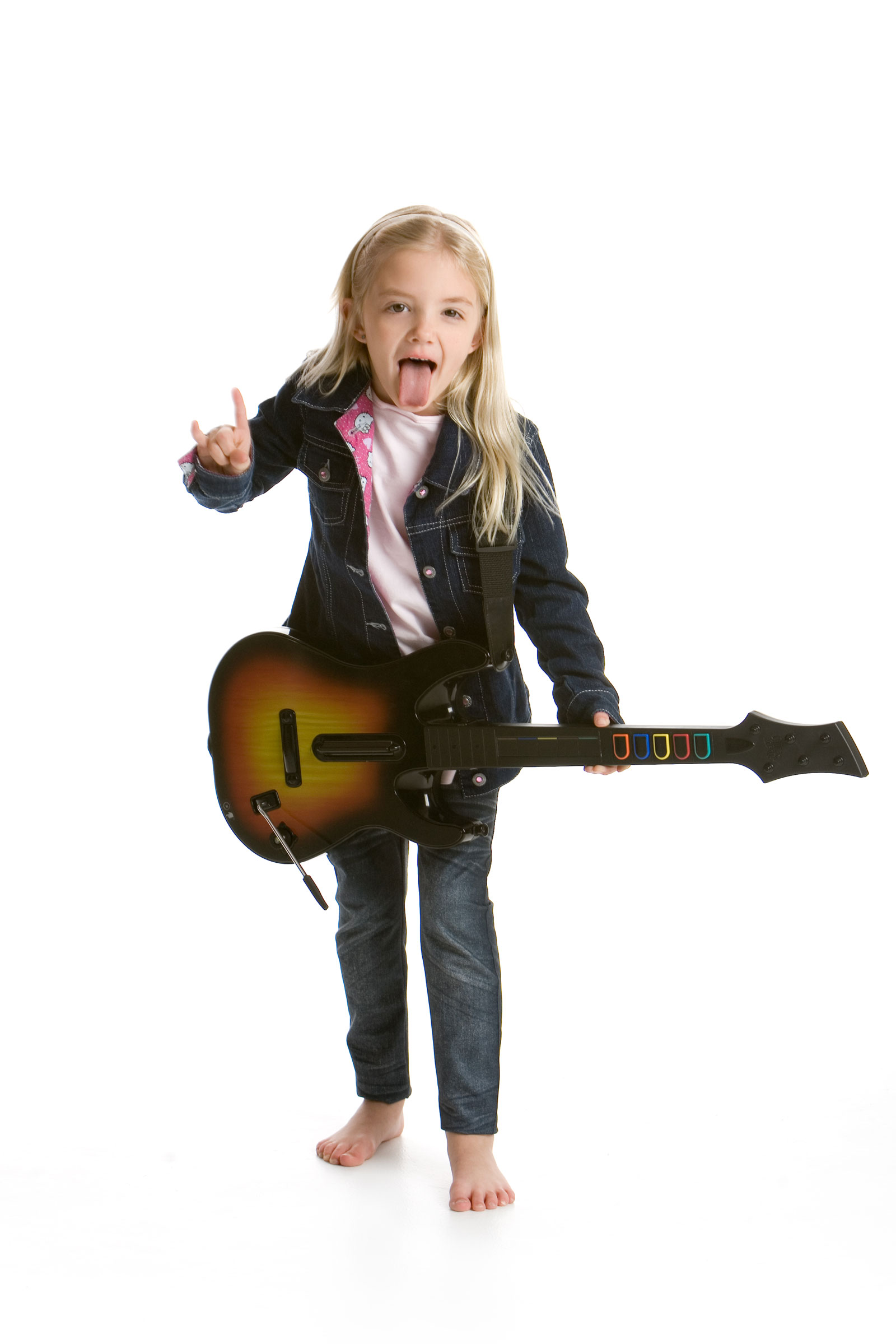 Girl with Guitar | Top 3 Sites To Help You Easily Learn To Play Guitar Online