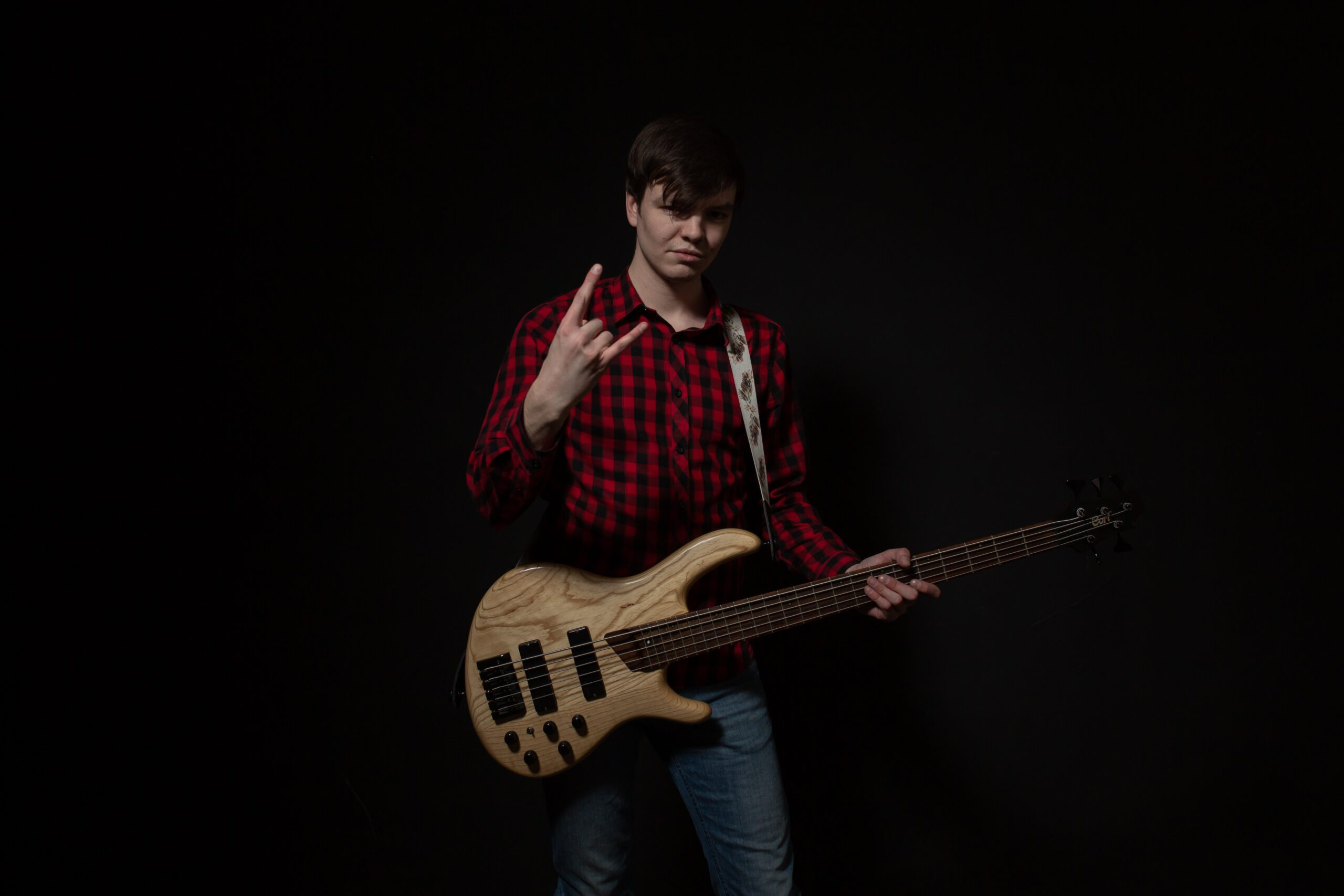 Man Playing Electric Guitar   The Top 9 Techniques For Practicing Bass Guitar