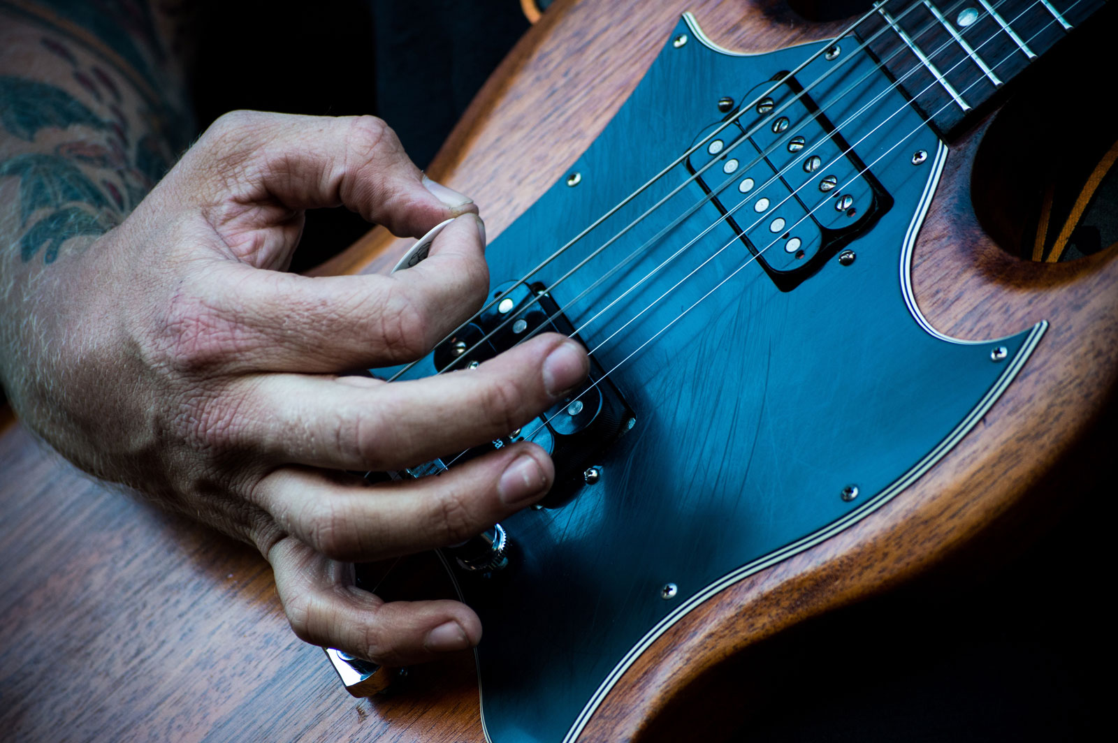 Playing Guitar | A Beginner's Guide On How To Tune An Electric Guitar