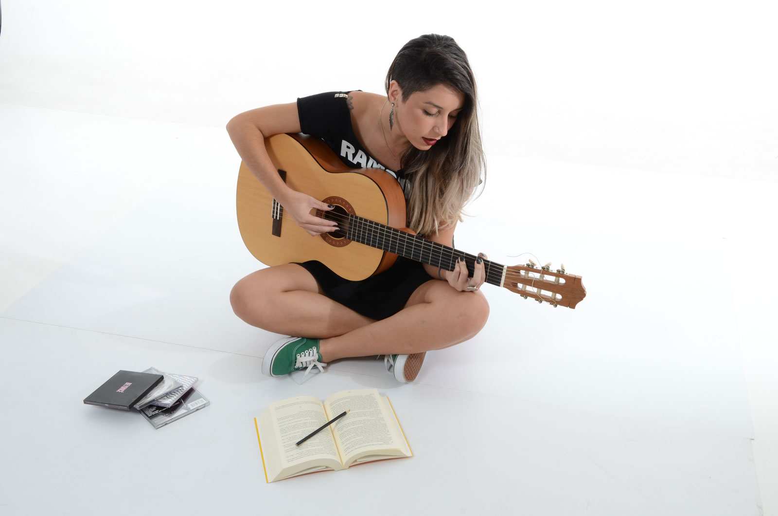 Woman Playing Guitar | Top 6 Milestones To Shoot For When Learning To Play Guitar