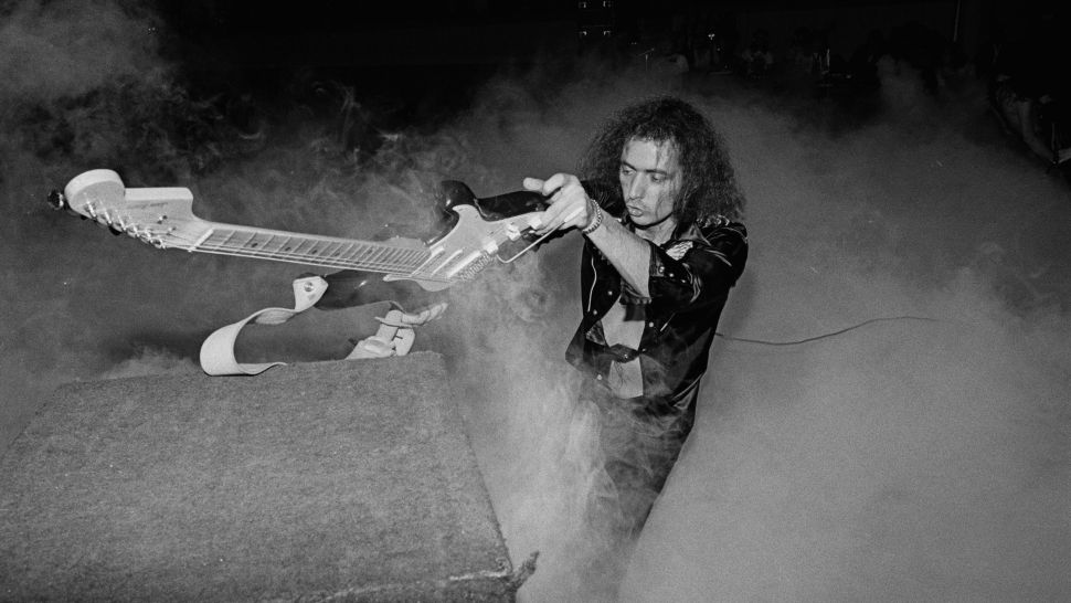 Ritchie Blackmore | 21 Of The Most Badass, Best Guitar Players Throughout History