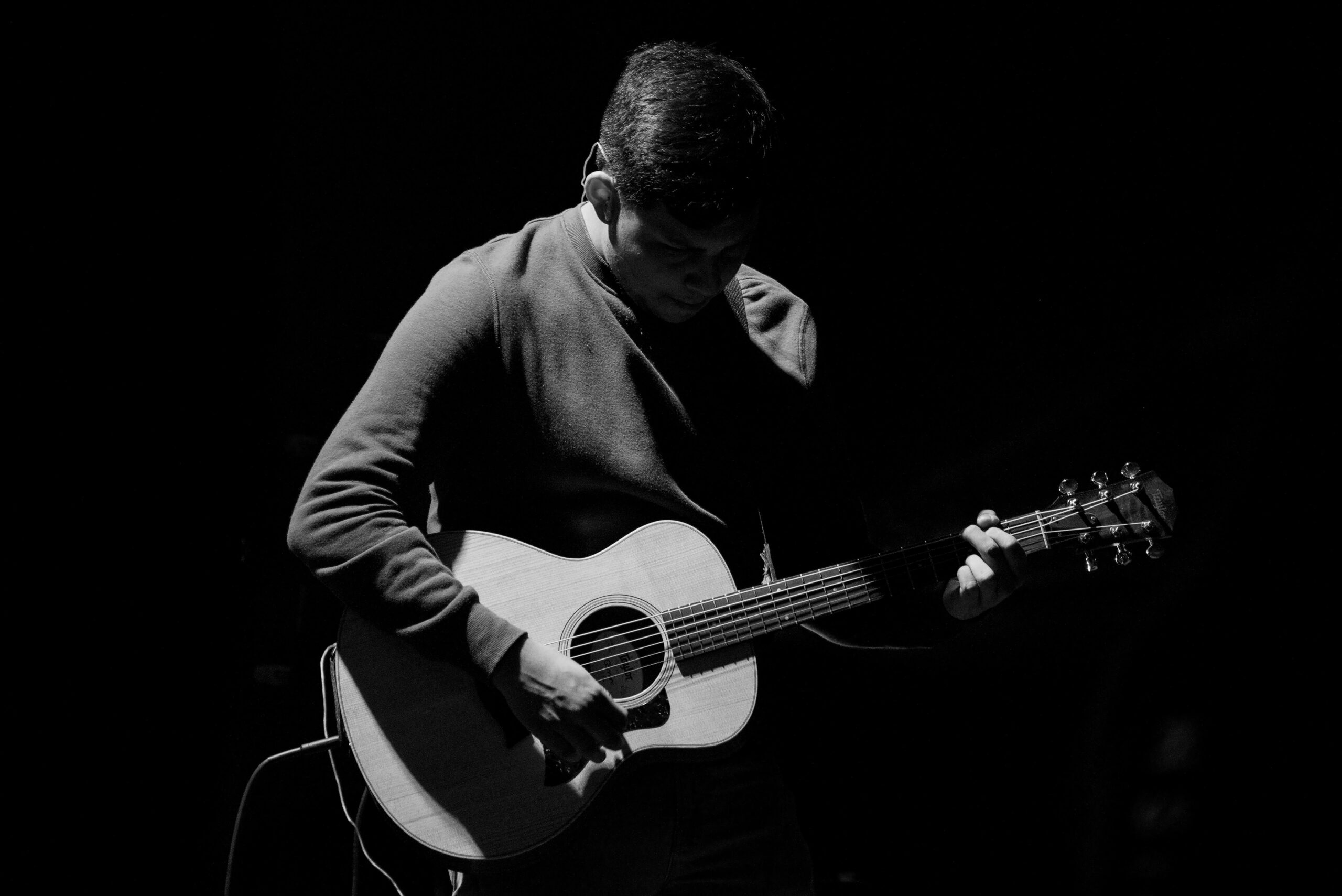 Grayscale Photo of A Man Playing Guitar | 9 Attributes You Need To Have When Learning The Guitar