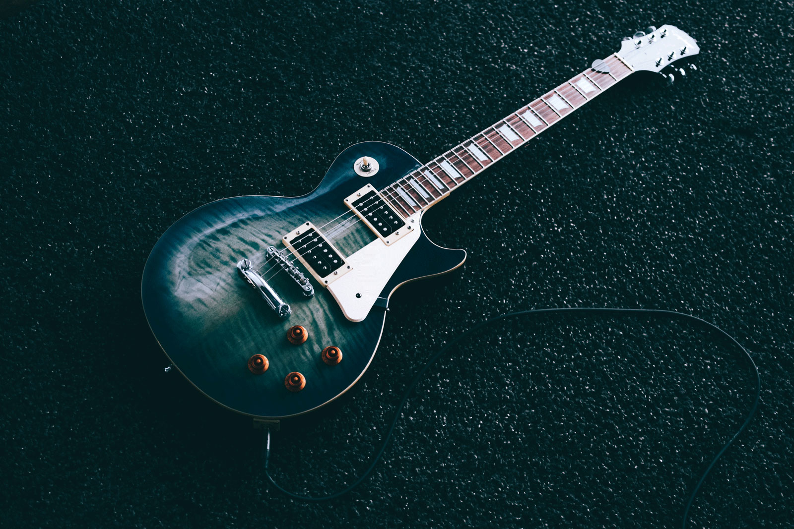 Guitar | The 10 Most Badass, Best Guitar Players Throughout History