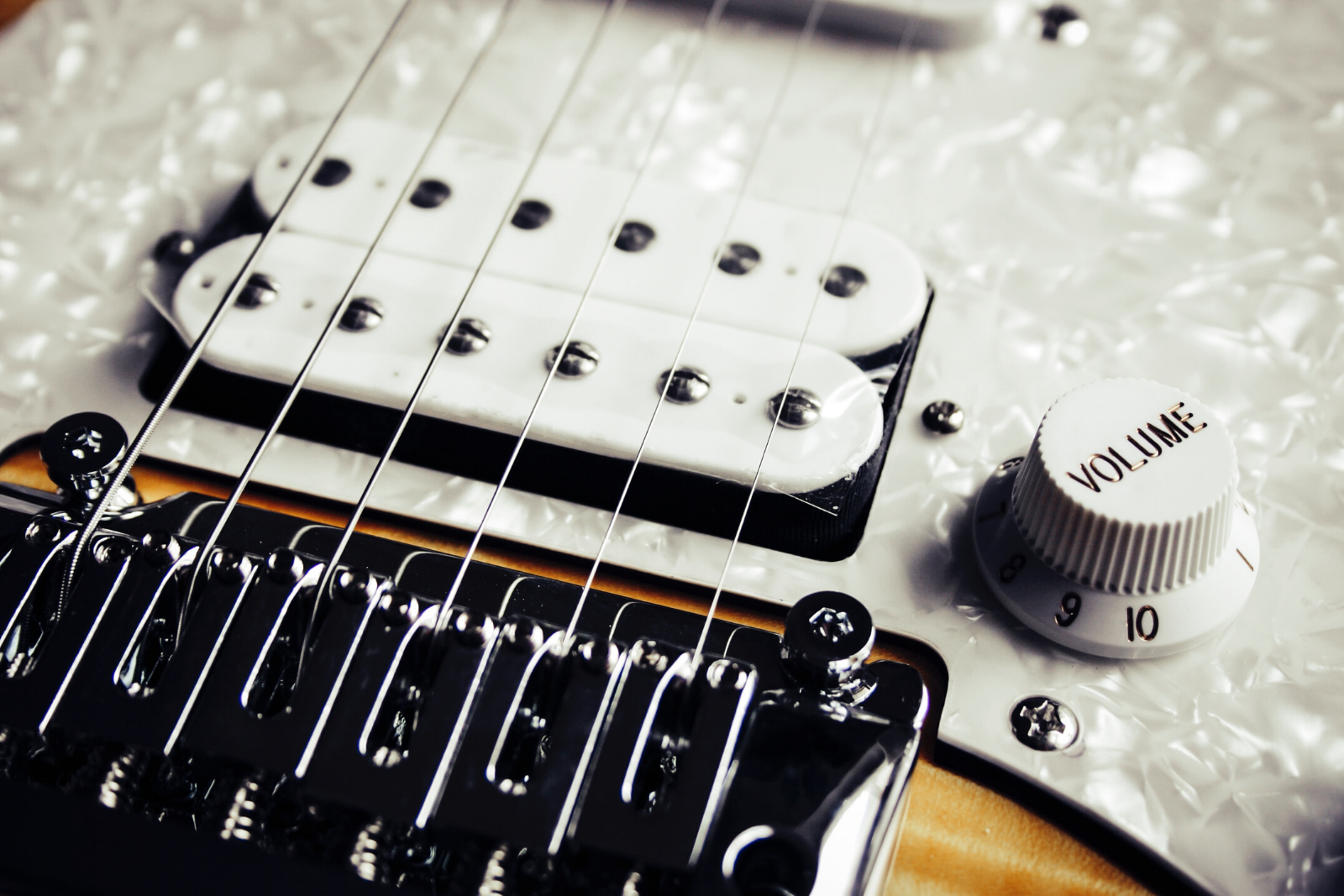 Guitar | 8 Tips To Playing Electric Guitar for Beginners