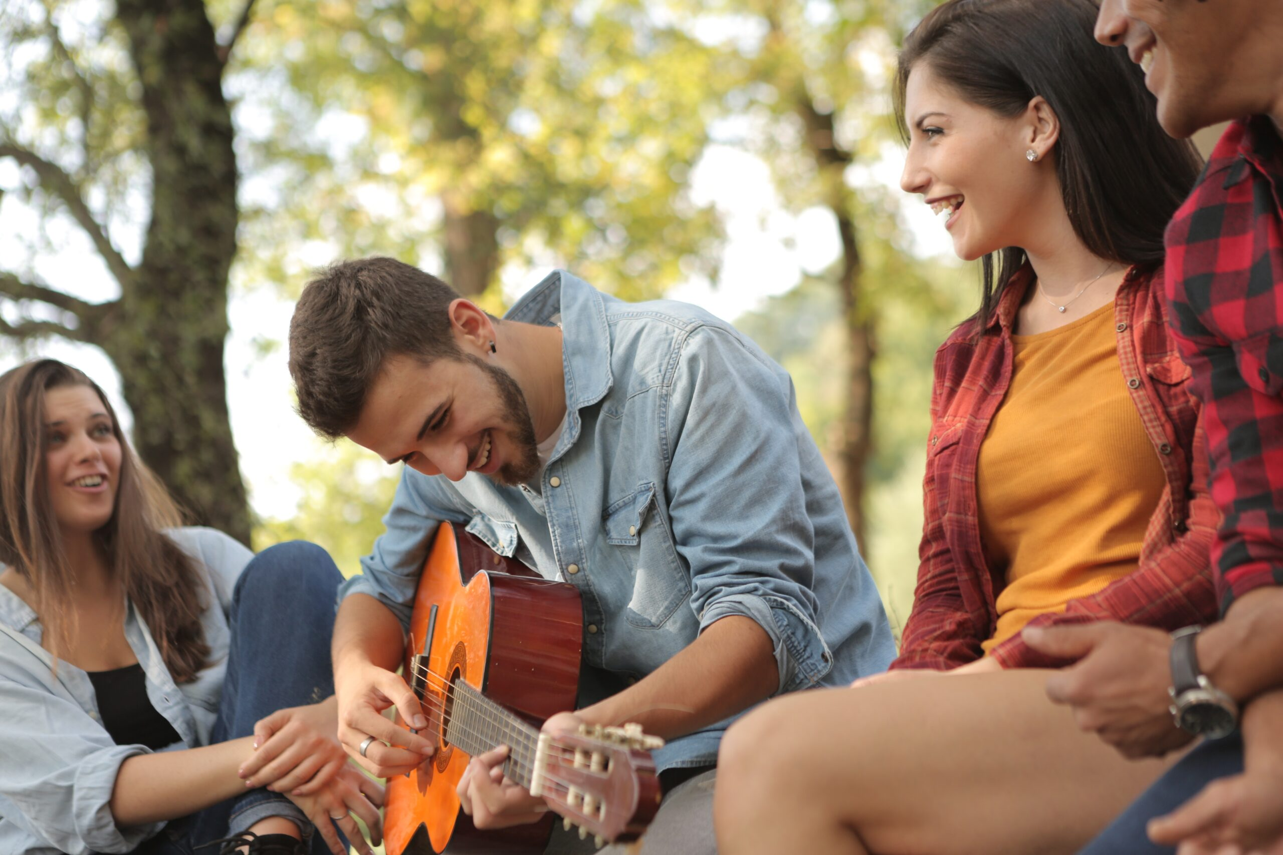Friends Spending Time Together With A Guitar | The Top 9 Ways To Practice Acoustic Guitar Techniques